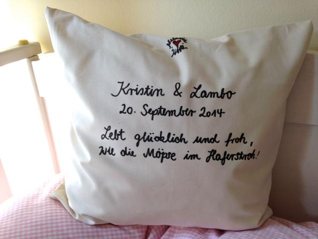 Mops im Haferstroh, Geschenk zur Hochzeit, verliebte Möpse im Stroh
