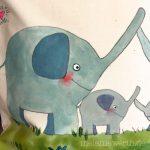 Elefantenfamilie auf einer Wiese, Kissenbezug aus Bio-Baumwolle, Geschenk zur Taufe