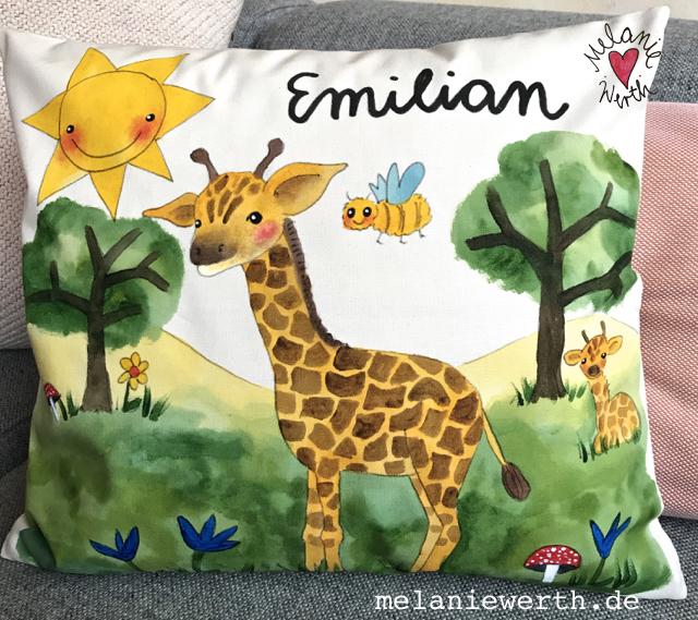Kuschelkissen für Kinder, Illustration für Kinder, Giraffe Geschenk, Giraffenbaby, Giraffe, Geschenk zur Geburt mit Giraffe, Vorname Emilian